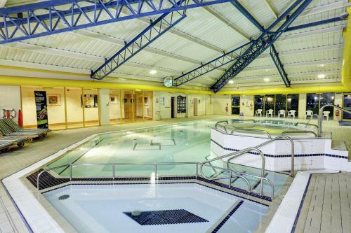 The swimming pool at or near Holiday Inn Southampton Eastleigh
