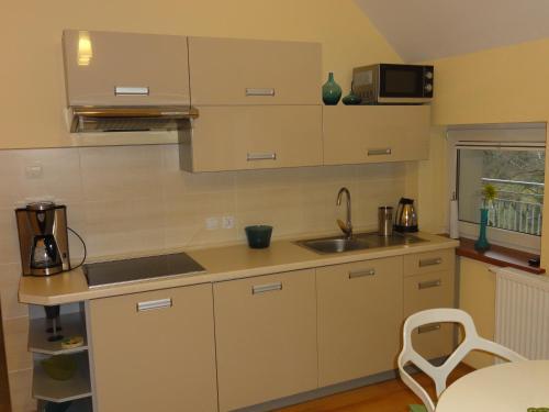Kuchnia lub aneks kuchenny w obiekcie Apartament Bukowa