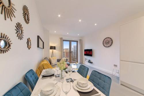 Book Today - 1 & 2 Bedroom Apartments Available with LillyRose Serviced Apartments St Albans, Free Car Park & Free Wifi