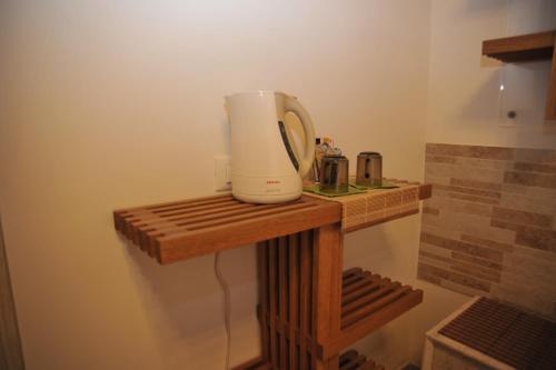 Coffee and tea-making facilities at 3C B&B