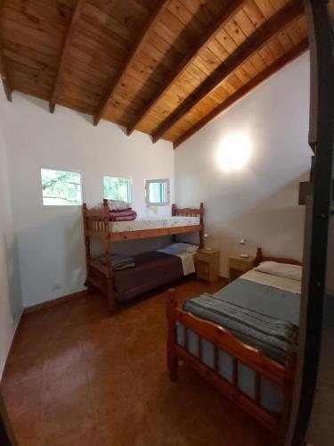 Una cama o camas en una habitación de Hostel Meridiano 71