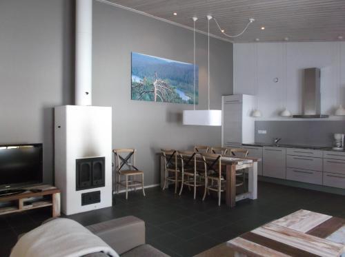TV a/nebo společenská místnost v ubytování Sallainen Panvillage