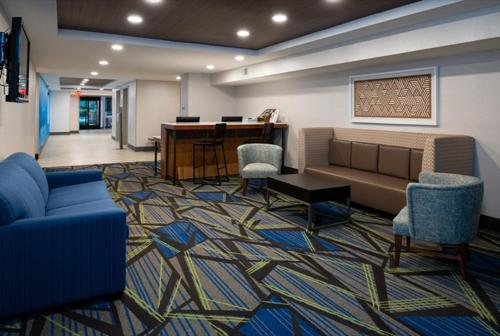 A seating area at Holiday Inn Express Cincinnati West