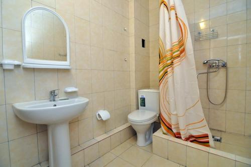 A bathroom at Беседка у моря