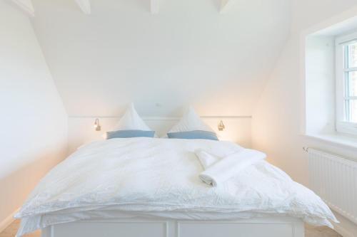 Ein Bett oder Betten in einem Zimmer der Unterkunft Reethus Backbord Dagebüll