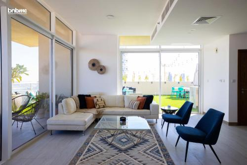 A seating area at 4B-Hameni-1092E by bnbmehomes
