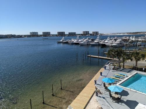 A view of the pool at Inn on Destin Harbor or nearby