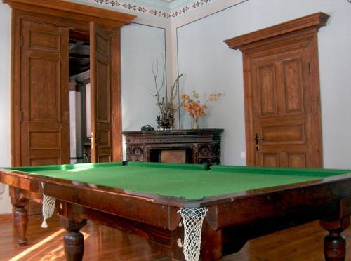 A pool table at Viesu nams Aumeisteri