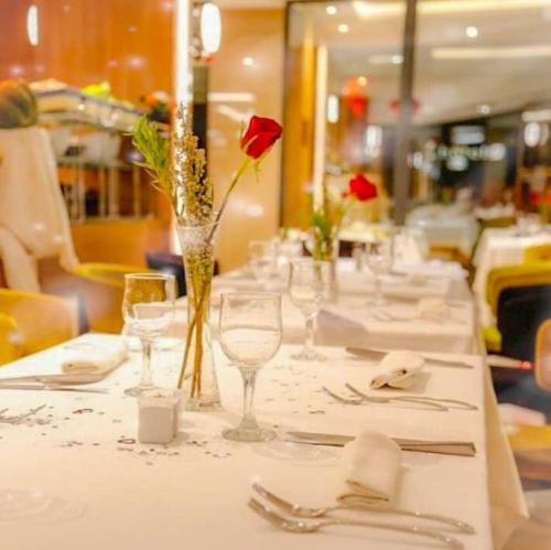 مطعم أو مكان آخر لتناول الطعام في Lamaraz Arts Hôtel