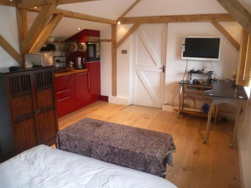 Sleeps 6 Rural Contemporary Oak Framed Light Airy House with Far Reaching Views in AONB