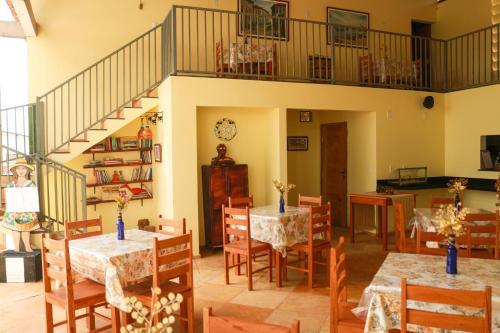 Um restaurante ou outro lugar para comer em Pousada Vila do Mar
