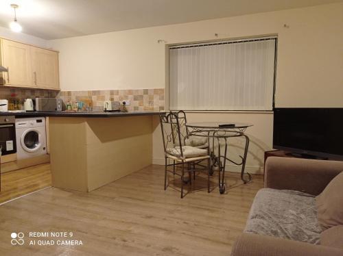 Cosy 2 bed apartment Dewsbury Road City Heaven