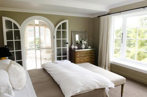 A bed or beds in a room at Ngamihi Lodge