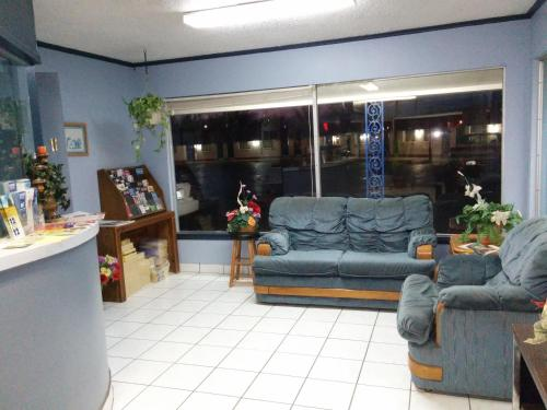 The lobby or reception area at Crystal Motel
