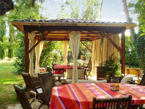 A restaurant or other place to eat at Villa with 6 bedrooms in Barbentane with private pool enclosed garden and WiFi 80 km from the beach