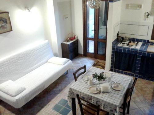 A seating area at Apartment with one bedroom in Palermo with WiFi