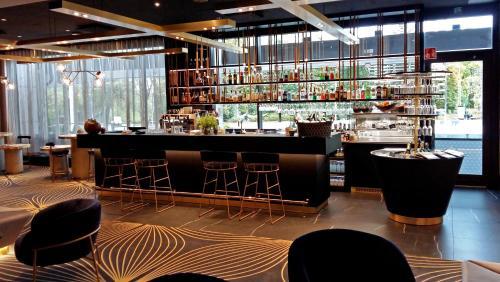 The lounge or bar area at Crowne Plaza Helsinki - Hesperia, an IHG Hotel