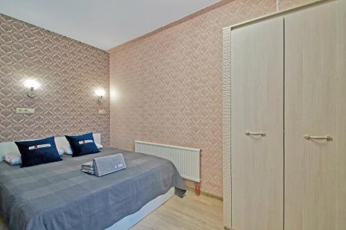 A bed or beds in a room at Smart Apartments Near Vnukovo