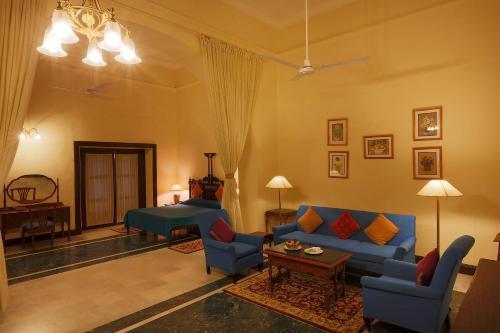 Ein Sitzbereich in der Unterkunft The Lallgarh Palace - A Heritage Hotel
