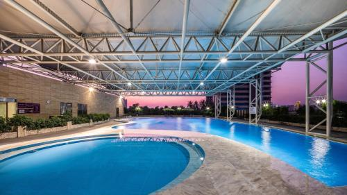 The swimming pool at or near Crowne Plaza Foshan, an IHG Hotel