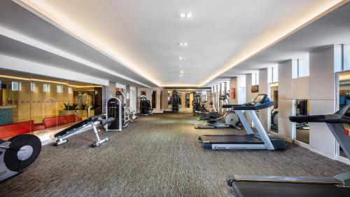 The fitness center and/or fitness facilities at Crowne Plaza Foshan, an IHG Hotel