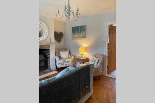Angel Cottage, Boxgrove, Chichester - Relax and Unwind