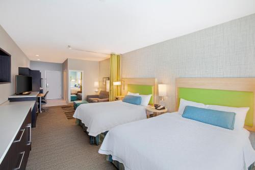 A bed or beds in a room at Home2 Suites by Hilton Amarillo