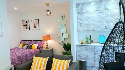 Great Studio Serviced Apartments - Netflix, Wifi, Digital TV
