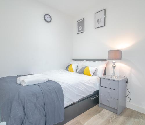 Modern Studio Serviced Apartments Sheffield City Centre - Netflix, WiFi, Digital TV