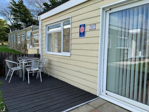 Chalet 107, Sandown Bay Holiday Centre