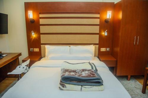 A bed or beds in a room at Hill View Hotel Mbeya