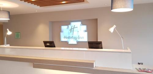 The lobby or reception area at Holiday Inn Luton South - M1, Junction 9