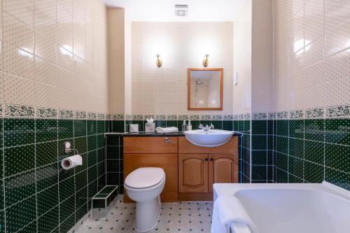 A bathroom at Wisteria Hotel