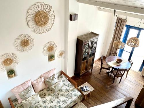 A seating area at Casa Versace Salvador - Colonial House