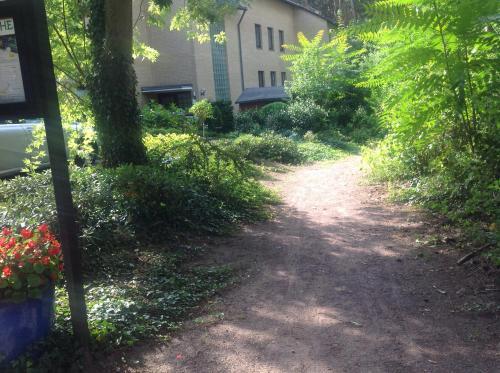 A garden outside Delux 4 Sterne Wohnung