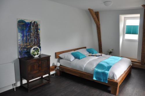 Ein Bett oder Betten in einem Zimmer der Unterkunft Le Relais du Château Monney