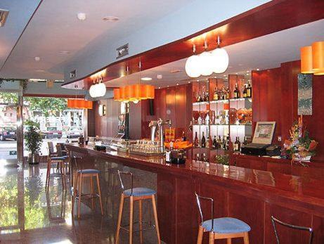 The lounge or bar area at Hotel Doña Urraca
