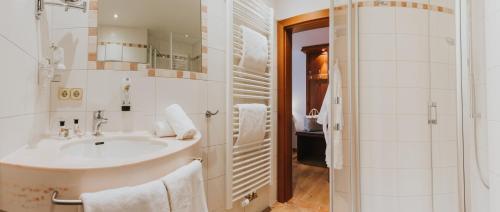 A bathroom at Ortner's Resort
