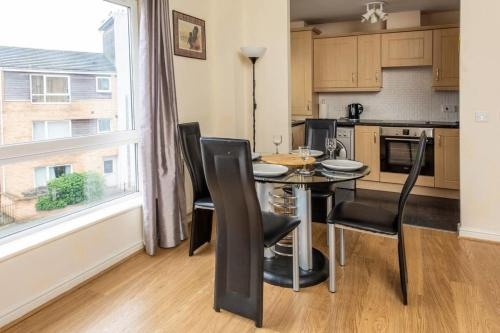 Cosy Top Floor 2BD Apt - 2min walk to O2 Apollo!
