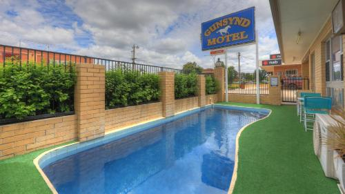 The swimming pool at or near Gunsynd Motor Inn