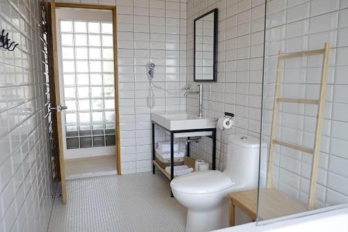 A bathroom at Kumokuru B&B
