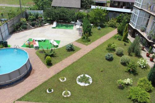 Вид на бассейн в Гостевой Дом Скарлетт или окрестностях