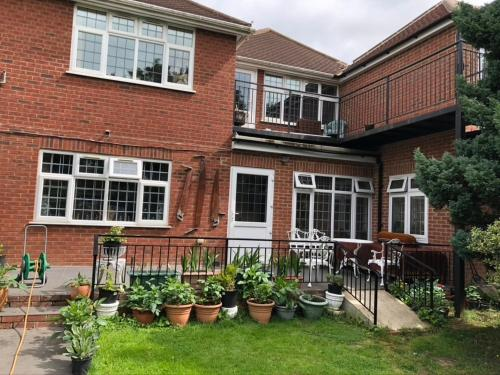 Captivating 1-Bed House in High Wycombe