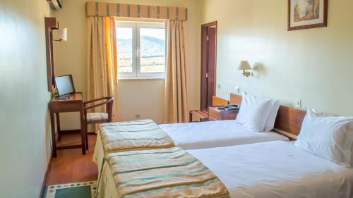 Uma cama ou camas num quarto em Hotel Belsol