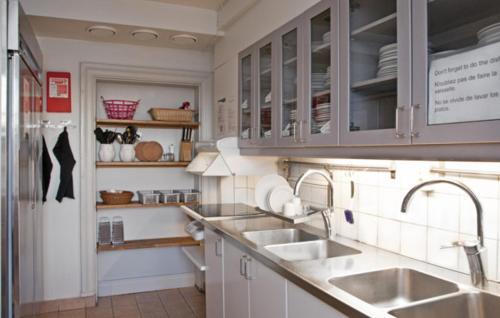 A kitchen or kitchenette at STF af Chapman & Skeppsholmen