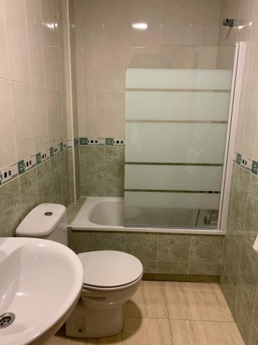 A bathroom at Hostal Meseguer