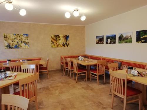 Ein Restaurant oder anderes Speiselokal in der Unterkunft Mayr-Eichberg, Familie Berndl
