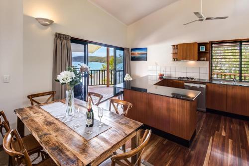 A kitchen or kitchenette at Casuarina Cove 1 on Hamilton Island by HamoRent