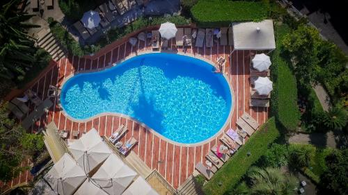 Vista sulla piscina di Imperial Hotel Tramontano o su una piscina nei dintorni