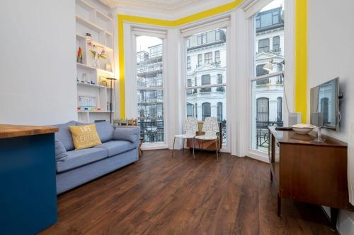 Cosy & Quirky 2-Bed Apartment with Balcony